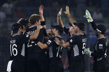 New Zealand's Oram celebrates with teammates after taking the wicket South Africa's Faf du Plessis during their Cricket World Cup quarter-final match in Dhaka
