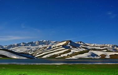 Yıldızlar Altındaki Muhteşem Dağ