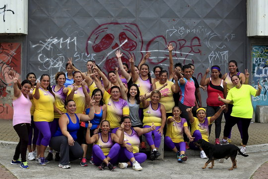 The participants of an aerobics class poses for a picture in the Los Guidos de Desamparados