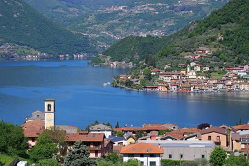 Iseosee Monte Isola in Oberitalien - Iseo lake and island Monte Isola in Alps, Lombardy