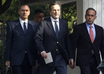 Conservative party leader Samaras arrives at Presidential palace in Athens