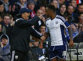 West Bromwich Albion manager Tony Pulis talks to Saido Berahino during their FA Cup fourth round soccer match against Birmingham City at St Andrew's in Birmingham