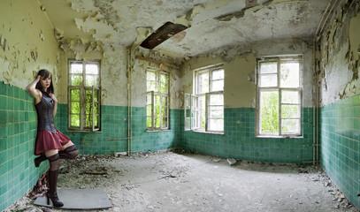 Papiers peints Ancien hôpital Beelitz Beelitz Heilstätten Innenaufnahme mit Sarah