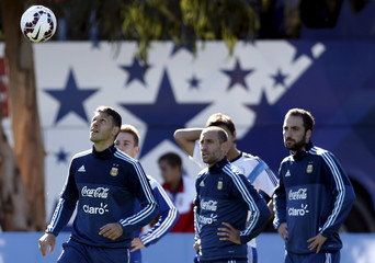 Argentina's Demichelis looks at ball as he stands along Zabaleta and Higuain during a training session in La Serena