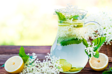 Holunder Detox Getränk - Powerdrink - Erfrischung im Sommer - Infused Water - Sambucus