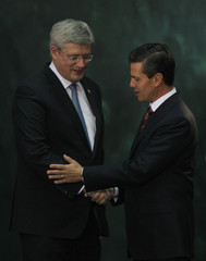 Canada's Prime Minister Stephen Harper shakes hands with Mexico's President Enrique Pena Nieto, after delivering a speech to the media, during an official welcoming ceremony for Harper, at the National Palace in Mexico City