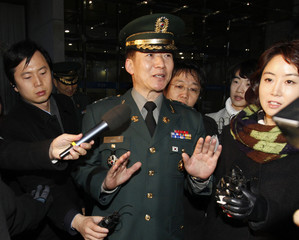 South Korean Colonel Moon refuses to answer reporters' questions upon his departure for Inter-Korean talks, in Seoul