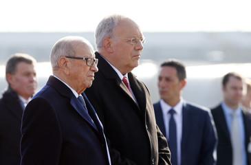 Tunisian President Essebsi is welcomed by Swiss President Schneider-Ammann at Zurich airport