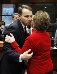 Poland's Foreign Minister Sikorski kisses EU's foreign policy chief Ashton talks with foreign ministers at the start of an EU foreign ministers meeting in Brussels