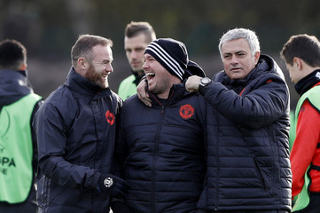 Manchester United's Wayne Rooney, Sports therapist Rod Thornley and manager Jose Mourinho during training