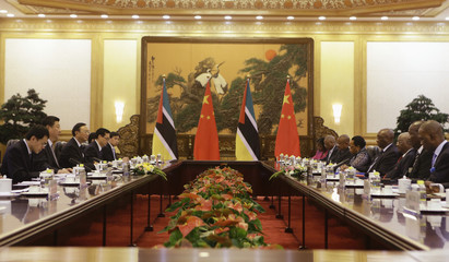 China's President Xi Jinping talks with his Mozambican counterpart Armando Guebuza in Beijing