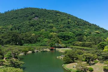 栗林公園(香川県) 芙蓉峰から望む北湖、梅林橋 2017年5月撮影