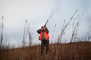 Republican presidential candidate Santorum pheasant hunts in Akron, Iowa