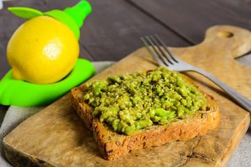 Avocado toast with lemon juice