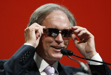 Bill Gross, co-founder and co-chief investment officer of Pacific Investment Management Company (PIMCO), adjusts his sunglasses as he arrives to speak at the Morningstar Investment Conference in Chicago