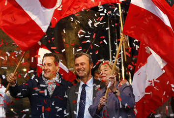 Austrian FPOe party leader Strache, presidential candidate Hofer and party member Stenzel attend Hofer's final election rally in Vienna