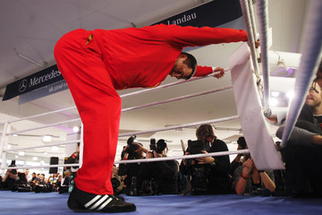 Ukrainian heavyweight boxing World Champion Vladimir Klitschko warms-up for a public training session in Heidelberg