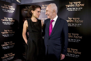 "Director and actress Portman speaks with former Israeli President Peres during a photocall for her film ""A Tale of Love and Darkness"" in Jerusalem"