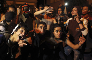 """Activists against Egyptian President Mursi perform the """"Harlem Shake"""" in front of the Muslim Brotherhood's headquarters in Cairo"""