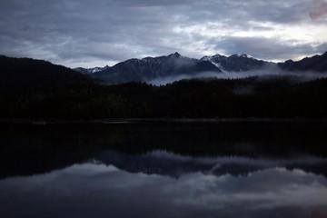 Berg spiegelt sich im See