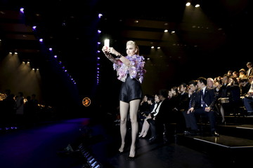 Gwen Stefani takes pictures of the media before a fashion show by Keita Maruyama of his Autumn/Winter 2016 collection during Tokyo Fashion Week