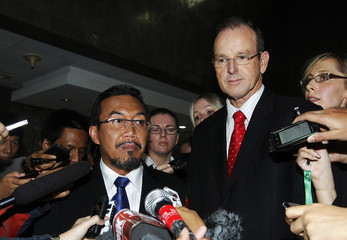 Indonesian Agriculture Minister Suswono stands beside his Australian counterpart Ludwig as he speaks to the media in Jakarta
