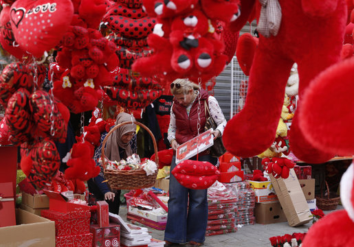 Iraqi women shop for Valentine's Day gifts in Baghdad