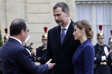 French President Francois Hollande welcomes Spain's King Felipe VI and his wife Queen Letizia at the Elysee palace in Pari