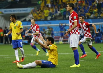 Brazil's Neymar, Brazil's Fred and Croatia's Dejan Lovren react after Fred was fouled during the 2014 World Cup opening match between Brazil and Croatia at the Corinthians arena in Sao Paulo