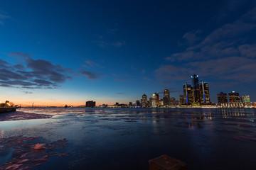 Detroit Skyline zur blauen Stunde
