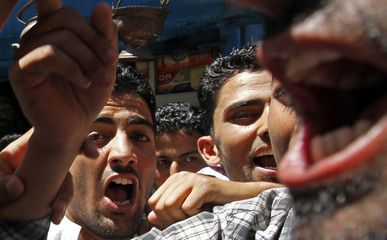 """Supporters of JKLF shout """"We want freedom"""" during court arrest movement in Srinagar"""