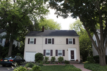 """The home where """"Richard Murphy"""" and """"Cynthia Murphy"""" were arrested Sunday is pictured in Montclair"""