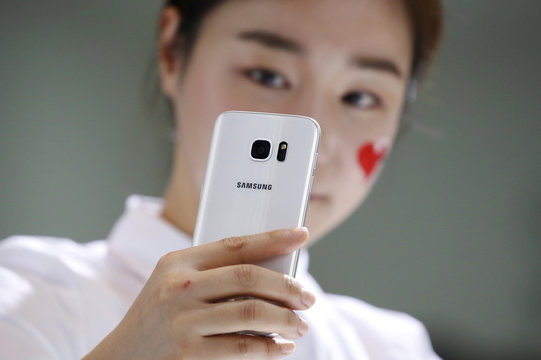 A model demonstrates a Samsung Electronics' new smartphone Galaxy S7 during its launching ceremony in Seoul