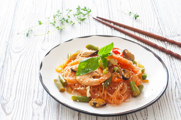 Rice noodles with  vegetabels and seafood