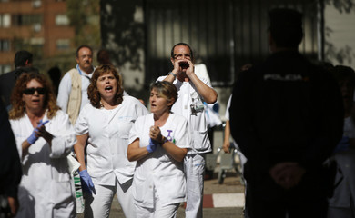 Health workers protest as Spanish PM Rajoy finishes his visit to Madrid's Carlos III hospital
