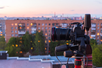 pro dslr on tripod in evening roof photoshoot