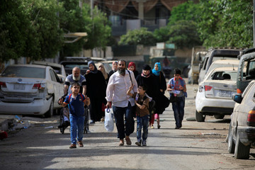 Displaced Iraqi people flee their homes during a battle between Iraqi forces and Islamic State militants in western Mosul
