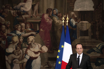 France's President Hollande delivers a speech at the Elysee Palace during a meeting with New Caledonia authorities on the Noumea Accords in Paris