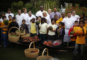 School children and chefs gather for a picture after participating in the fall harvest of the White House Kitchen Garden in Washington