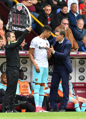 West Ham United manager Slaven Bilic speaks to Ashley Fletcher as he prepares to come on as a substitute