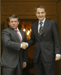 Spain's Prime Minister Zapatero shakes hands with Jordan's King Abdullah in Madrid