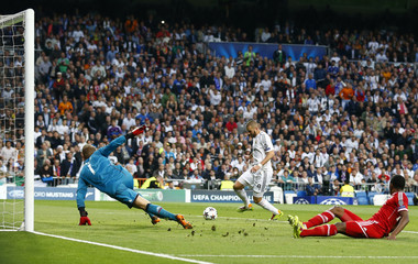 Real Madrid's Benzema scores past Bayern Munich's goalkeeper Neuer during Champion's League semi-final first leg soccer match in Madrid