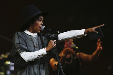 Singer Lauryn Hill performs during the Amnesty International Bringing Human Rights Home concert in New York,