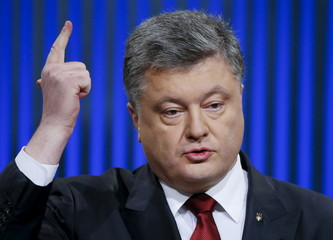 Ukrainian President Petro Poroshenko gestures during a news conference in Kiev