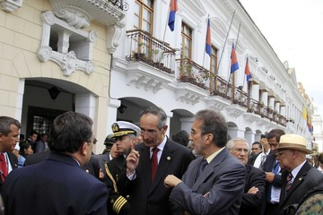 Guatemala's President Alvaro Colom talks with diplomats before meeting Ecuadorean President Rafael Correa, outside the Carondelet Palace