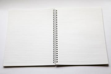 罫線入りの白いリングノート、見開き
