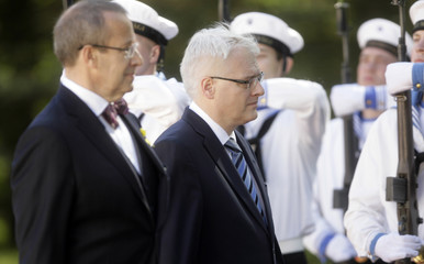 Estonia's President Toomas Hendrik Ilves and Croatia's President Ivo Josipovic inspect an honor guard in Tallinn