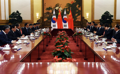 South Korean Prime Minister Hwang Kyo-ahn meets with Chinese Premier Li Keqiang in the Great Hall of the People in Beijing