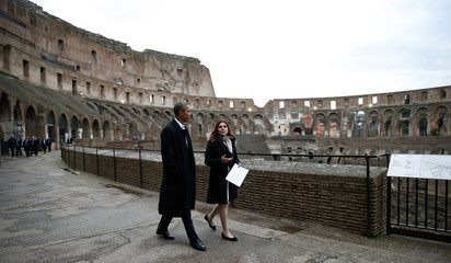 Obama tours the Colosseum in Rome