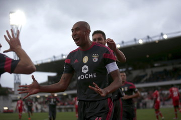 Benfica's Luisao celebrates his goal against Gil Vicente during their Portuguese premier league soccer match at Cidade de Barcelos stadium in Barcelos